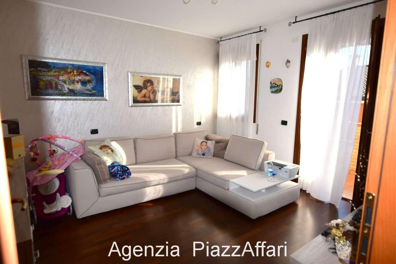 Appartamento in ottime condizioni in vendita Rif. 8088002