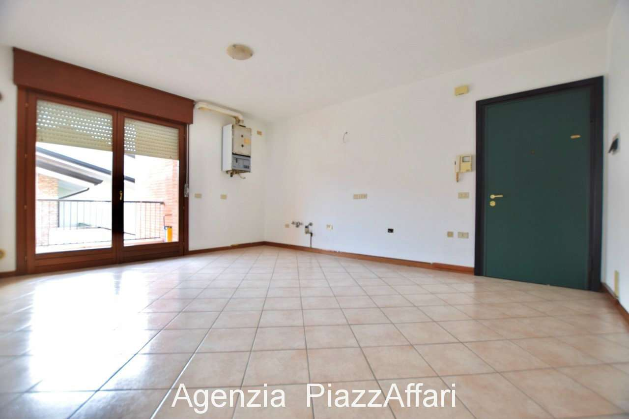 Appartamento in buone condizioni in vendita Rif. 8288403
