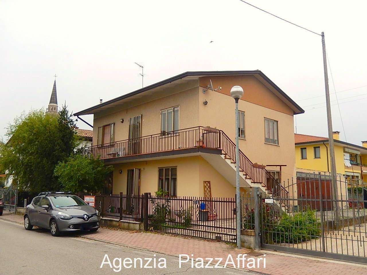 Appartamento in buone condizioni in vendita Rif. 8373308