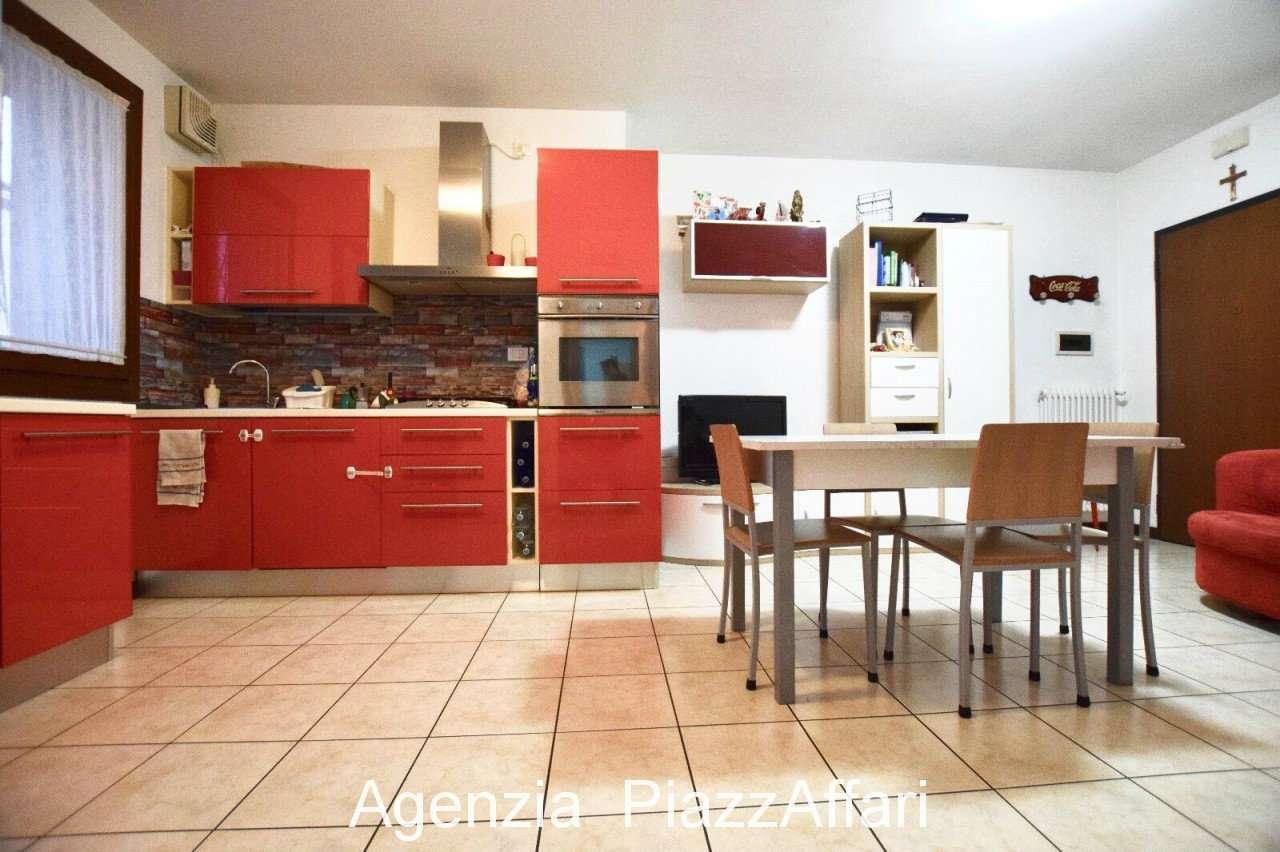 Appartamento in buone condizioni in vendita Rif. 8649107