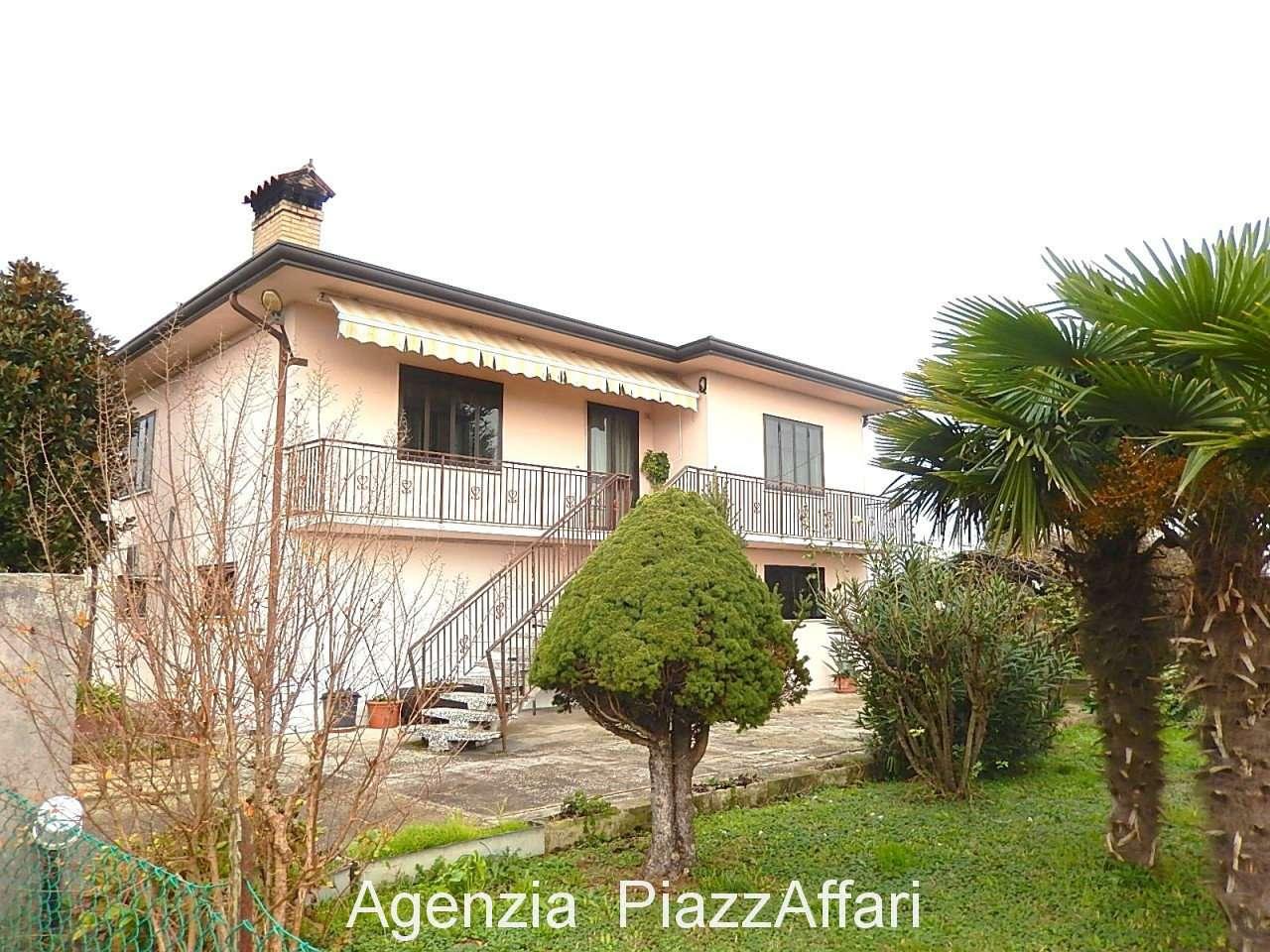 Casa Indipendente in buone condizioni in vendita Rif. 8692950