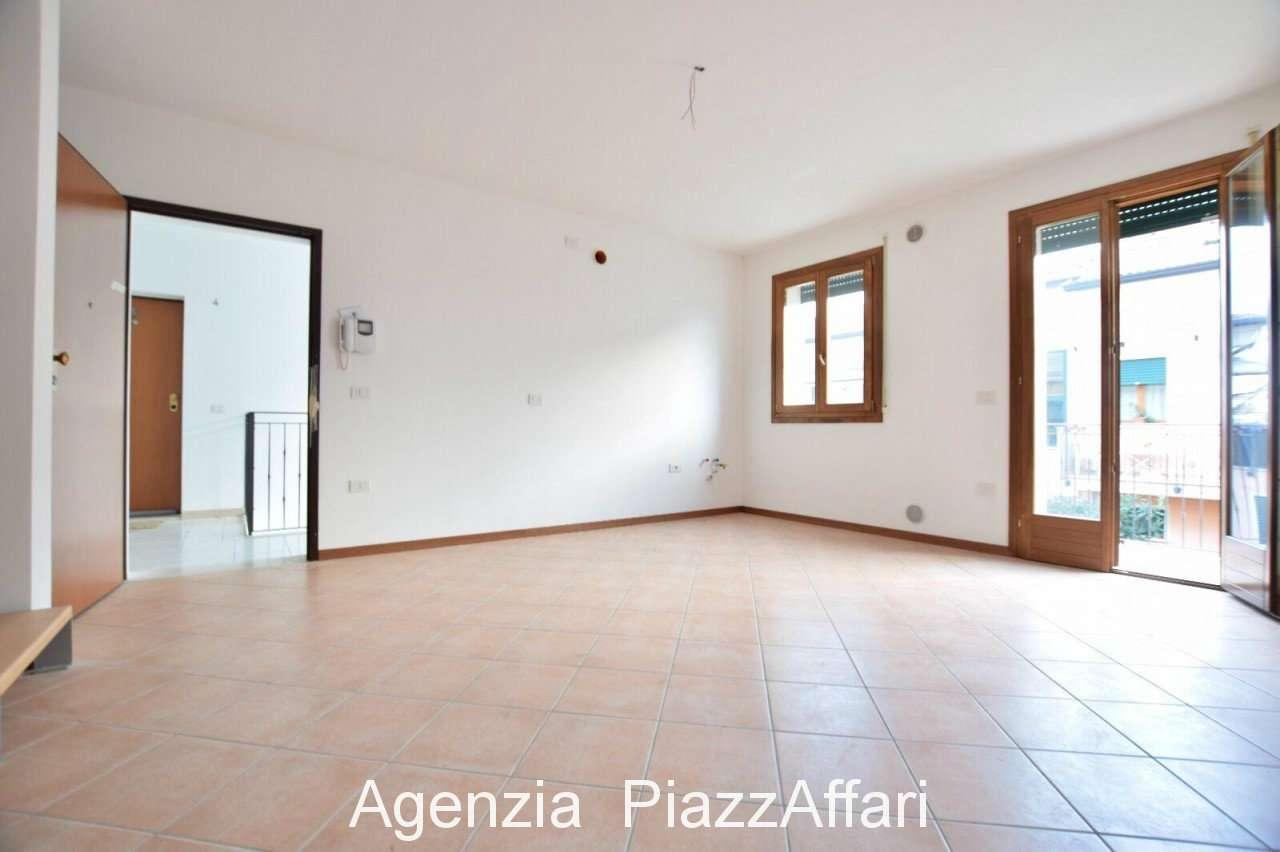 Appartamento in ottime condizioni in vendita Rif. 8818659