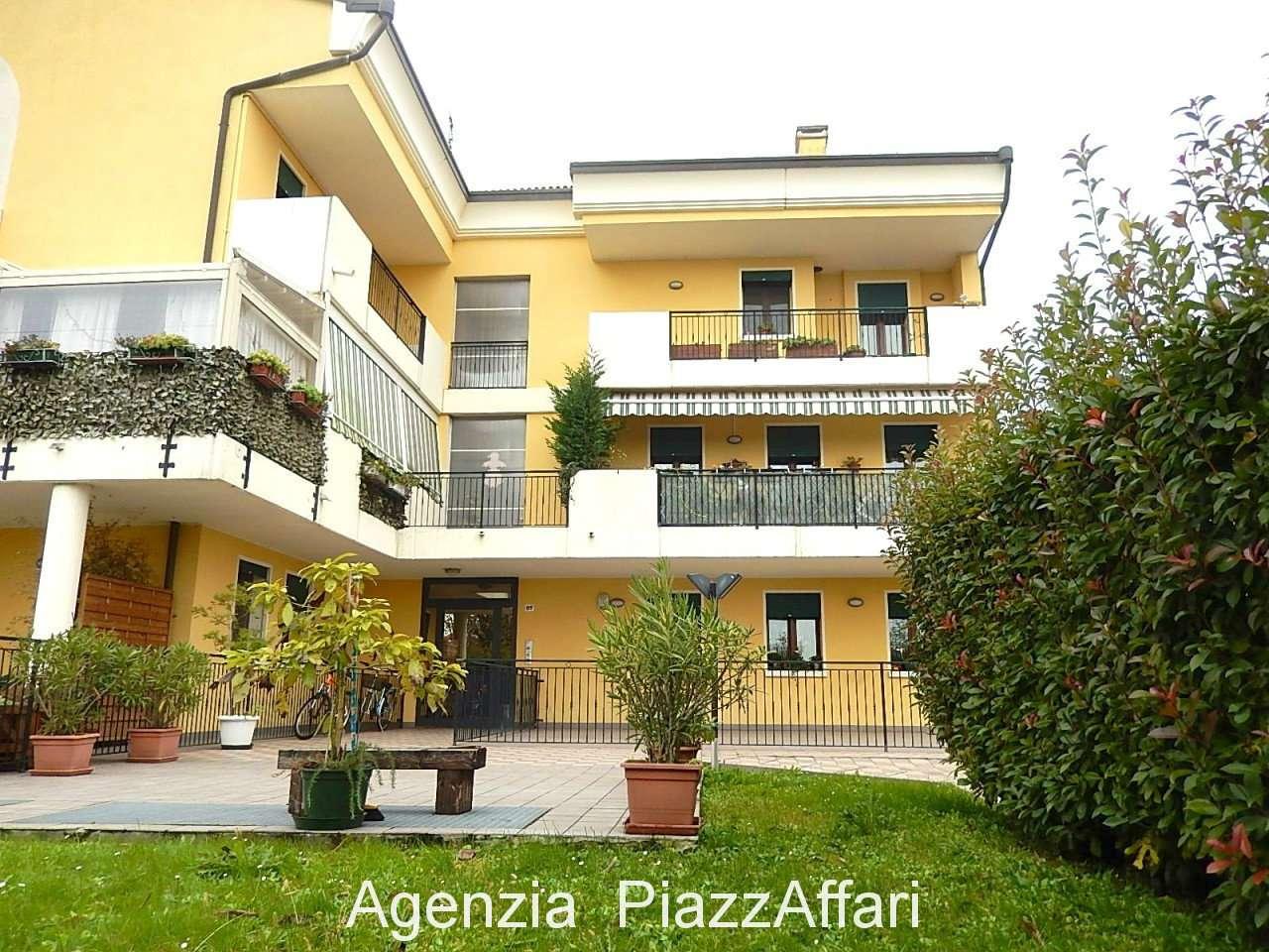 Appartamento in ottime condizioni in vendita Rif. 8863451