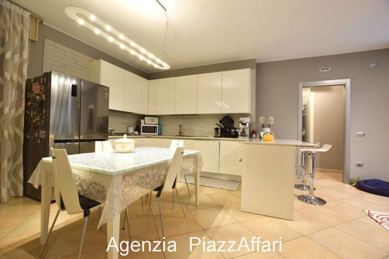 Appartamento in ottime condizioni in vendita Rif. 9454642