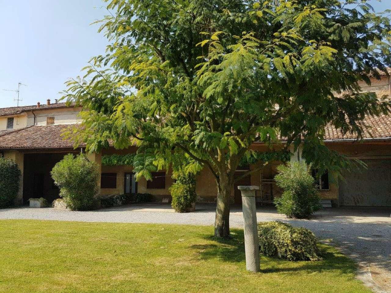 Rustico / Casale in vendita a Crema, 12 locali, Trattative riservate | CambioCasa.it