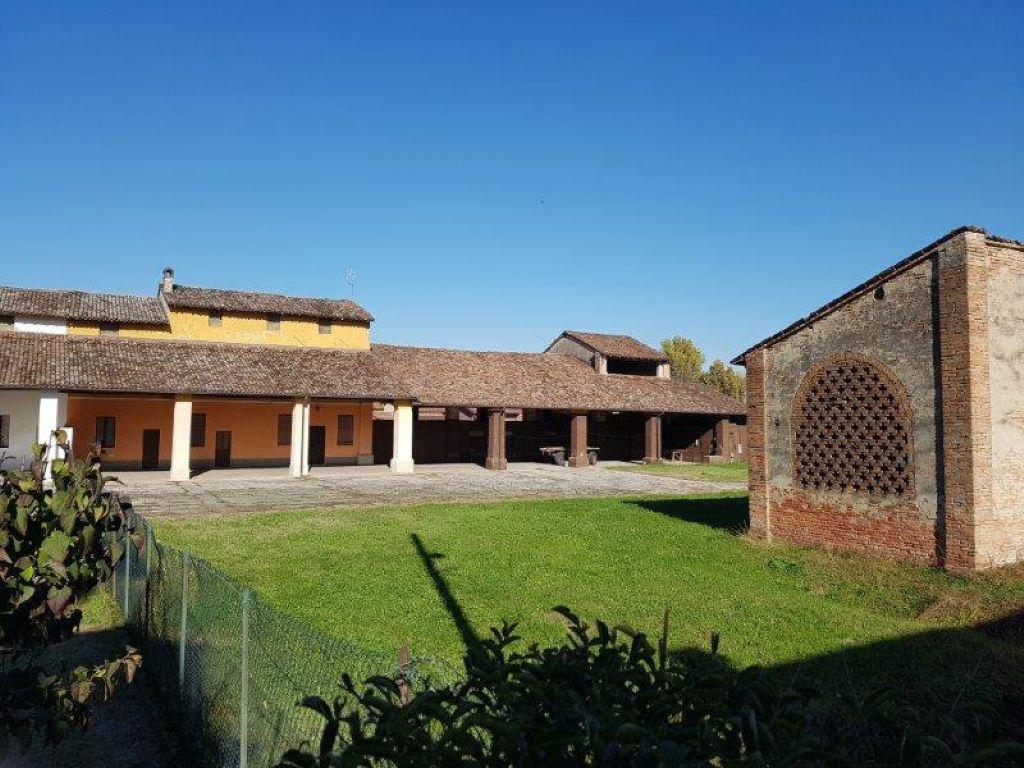Rustico / Casale in vendita a Capergnanica, 5 locali, prezzo € 185.000 | CambioCasa.it