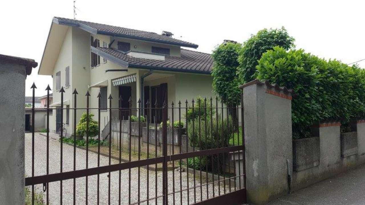 Villa Bifamiliare in vendita a Crema, 5 locali, prezzo € 190.000 | CambioCasa.it