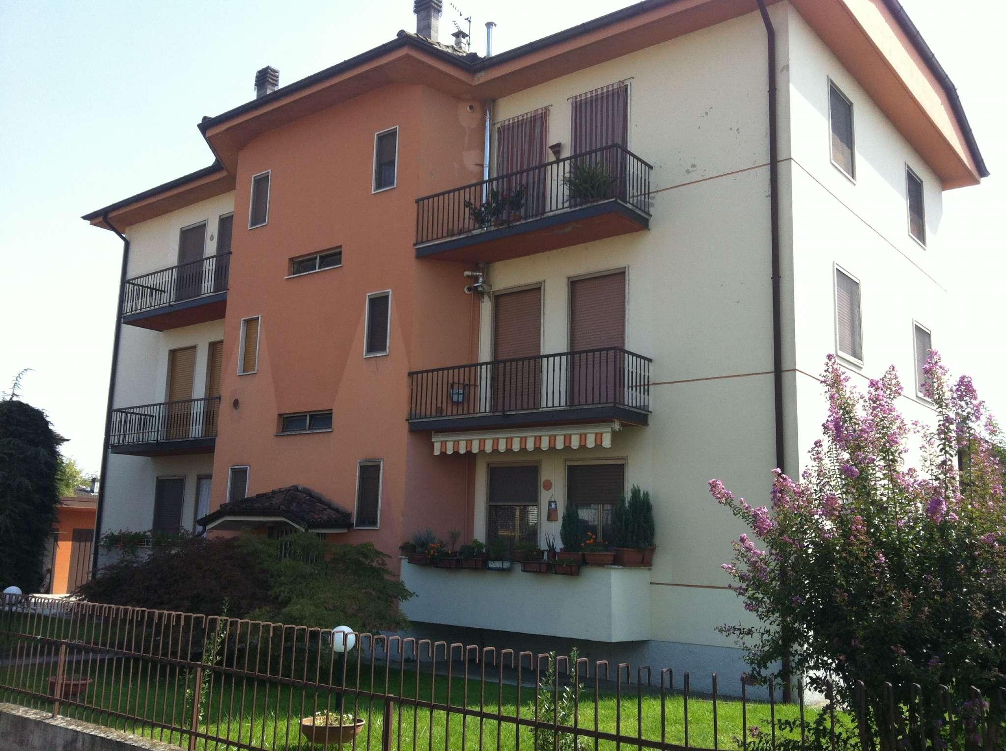 Appartamento in buone condizioni parzialmente arredato in vendita Rif. 9212599