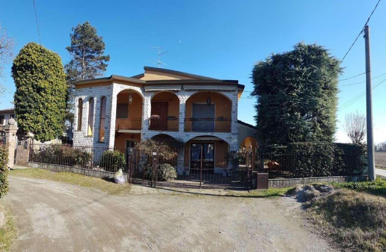Villa in vendita a Moscazzano, 10 locali, prezzo € 220.000 | CambioCasa.it