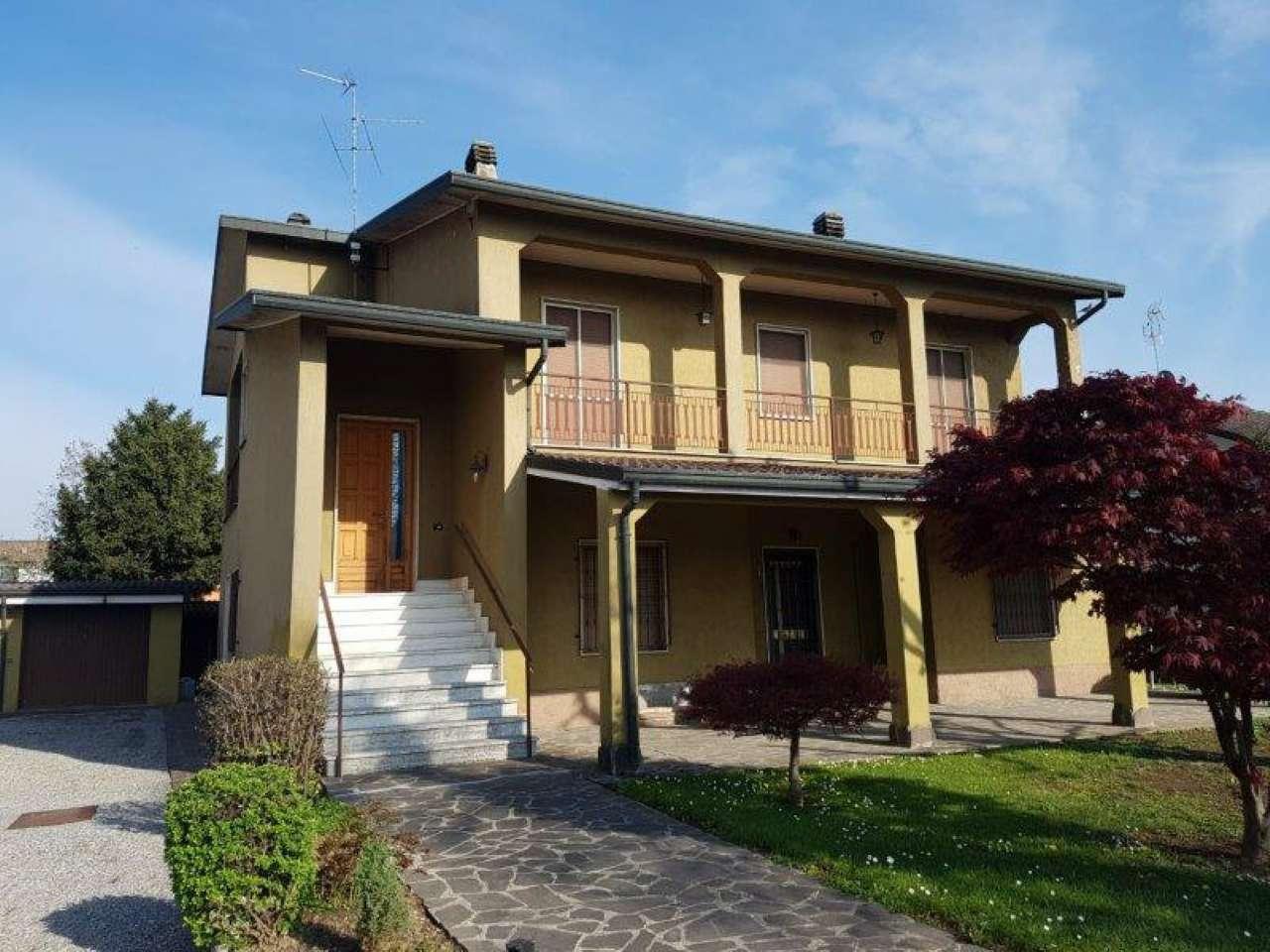 Villa in vendita a Capralba, 8 locali, prezzo € 250.000 | CambioCasa.it