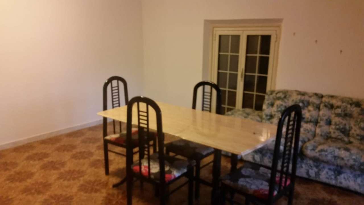 Appartamento in buone condizioni in affitto Rif. 7821455