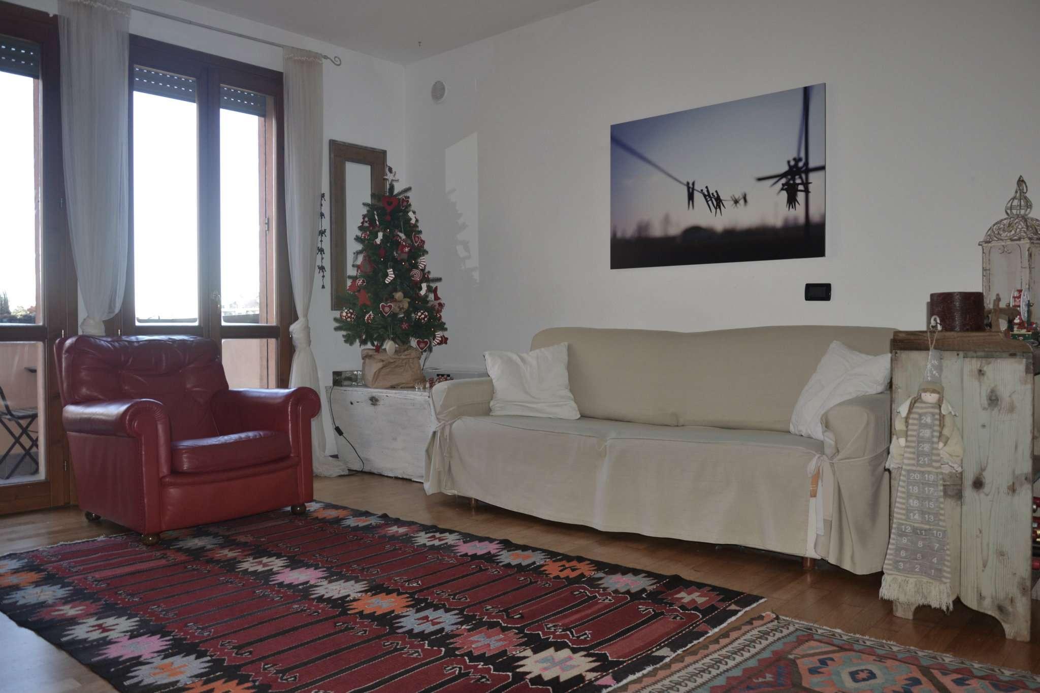 Appartamento in buone condizioni in vendita Rif. 8912799