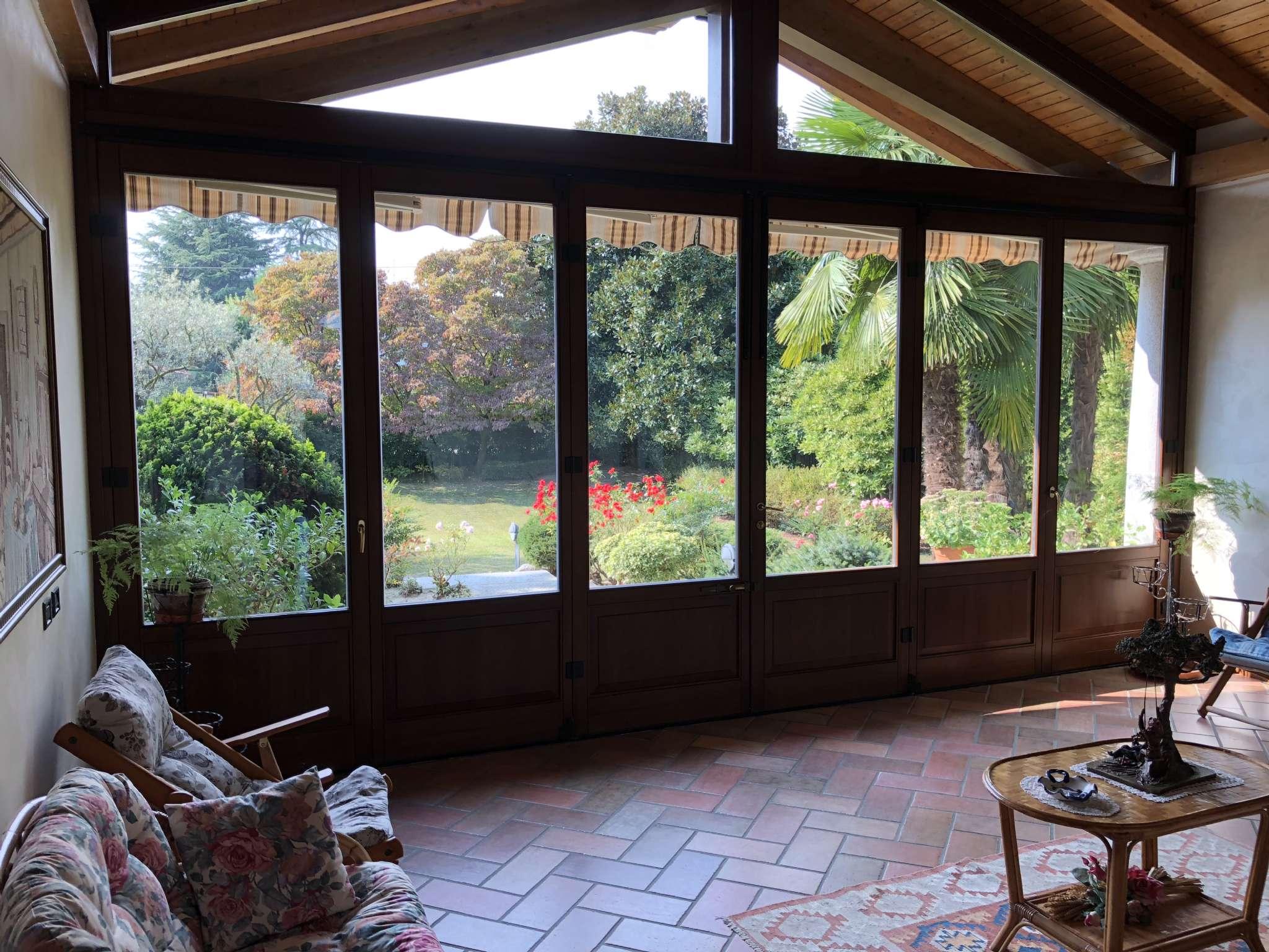 Villa in vendita a Angera, 8 locali, prezzo € 669.000 | PortaleAgenzieImmobiliari.it