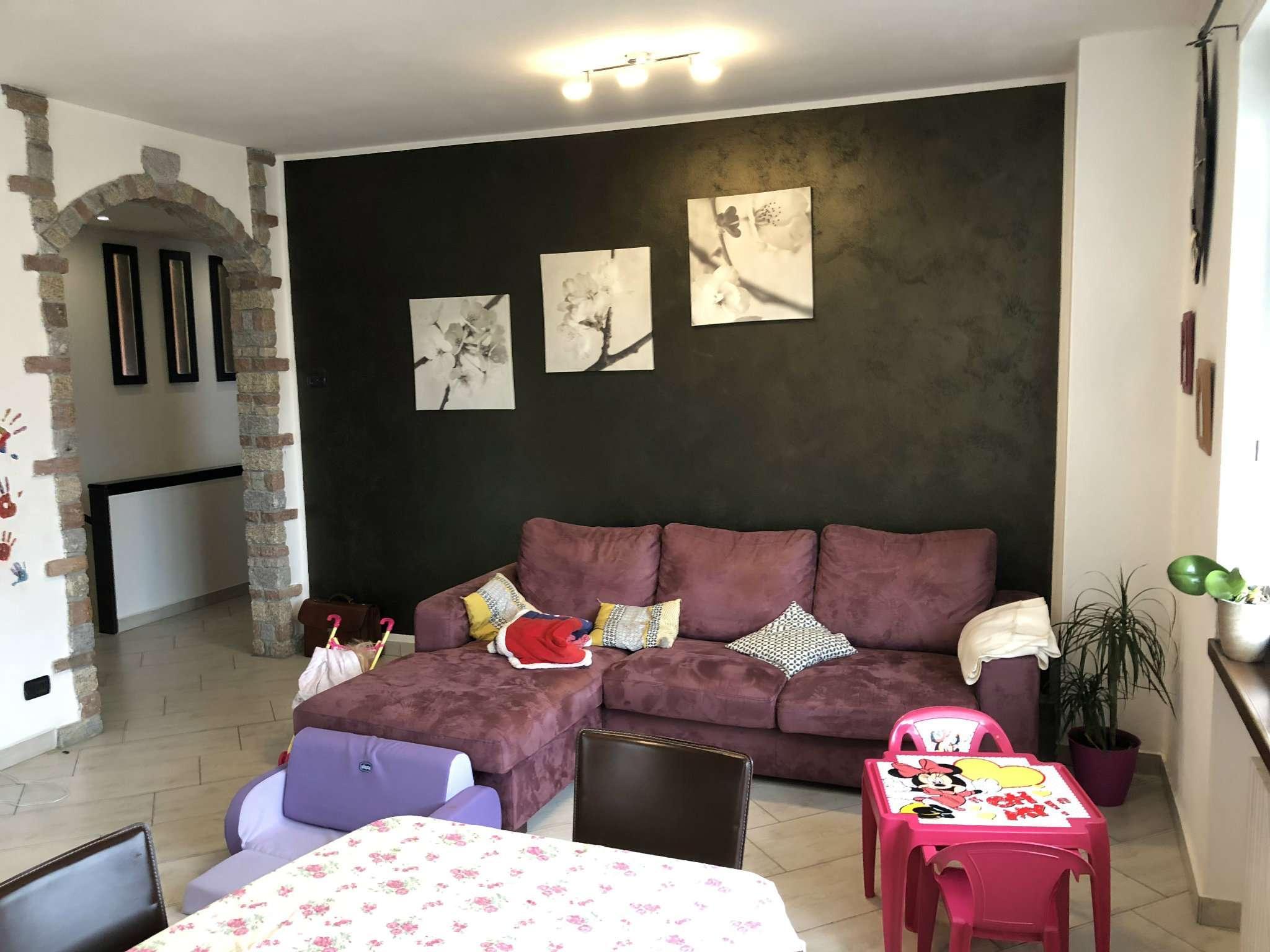 Villa in vendita a Casalzuigno, 6 locali, prezzo € 275.000 | CambioCasa.it