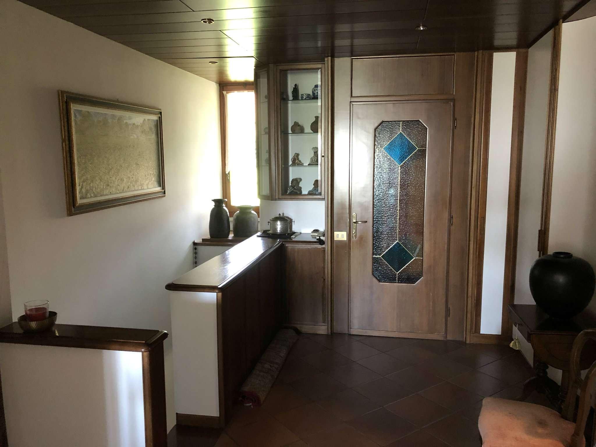 Villa in vendita a Barasso, 12 locali, prezzo € 680.000 | CambioCasa.it