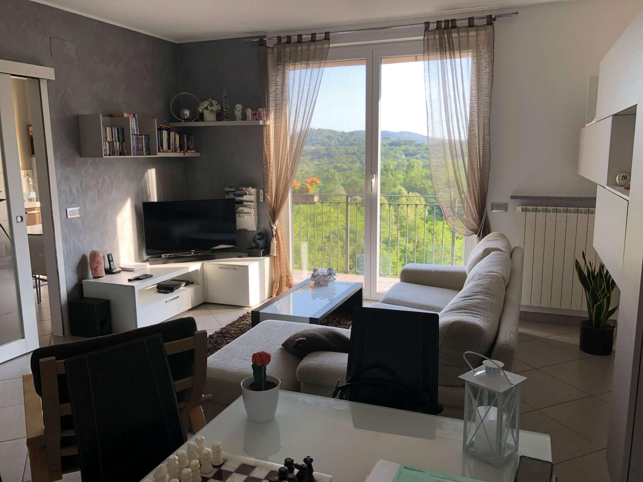 Appartamento in vendita a Bregano, 3 locali, prezzo € 175.000 | CambioCasa.it