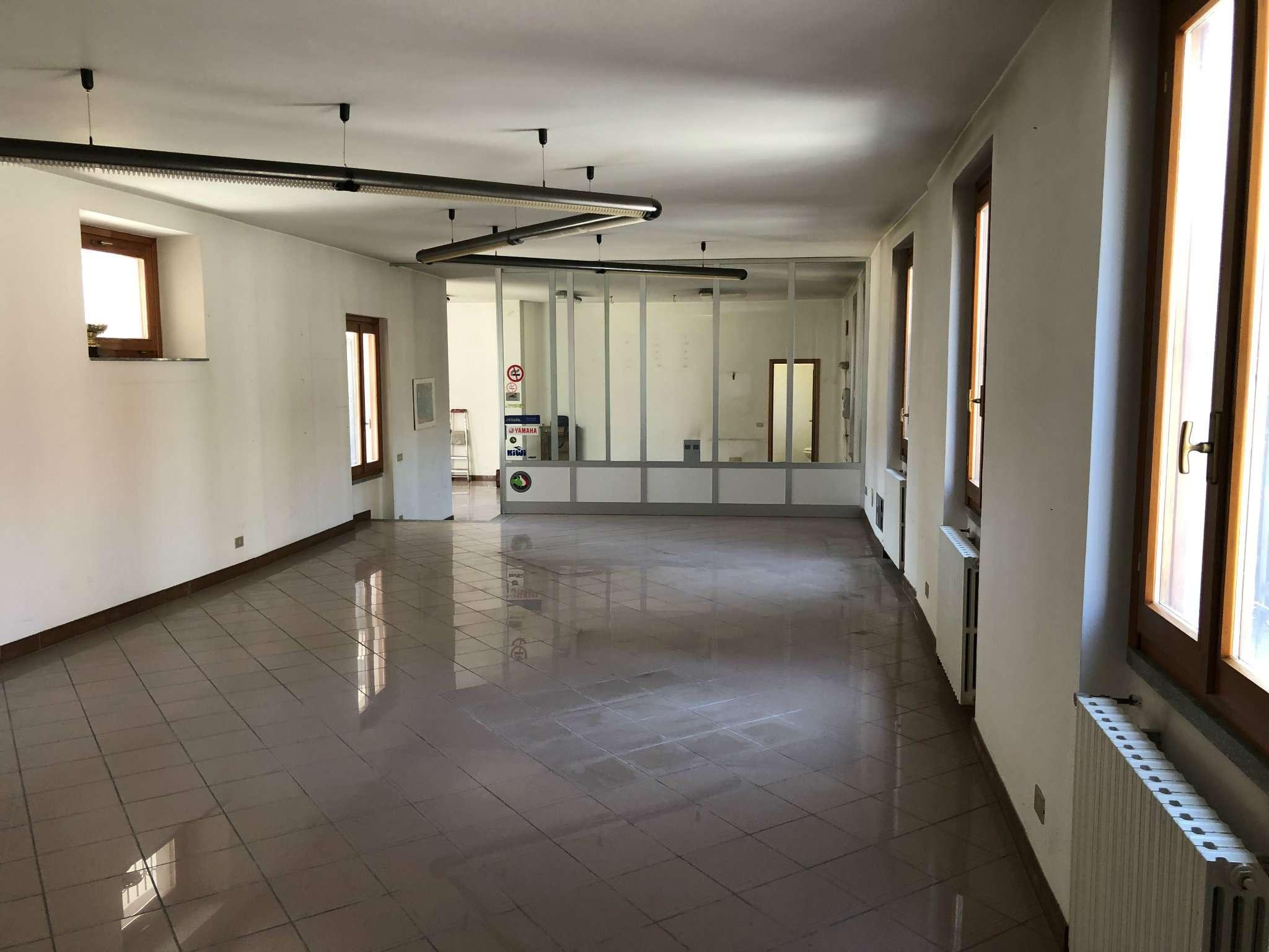 Negozio / Locale in vendita a Cadrezzate, 1 locali, prezzo € 93.000 | CambioCasa.it