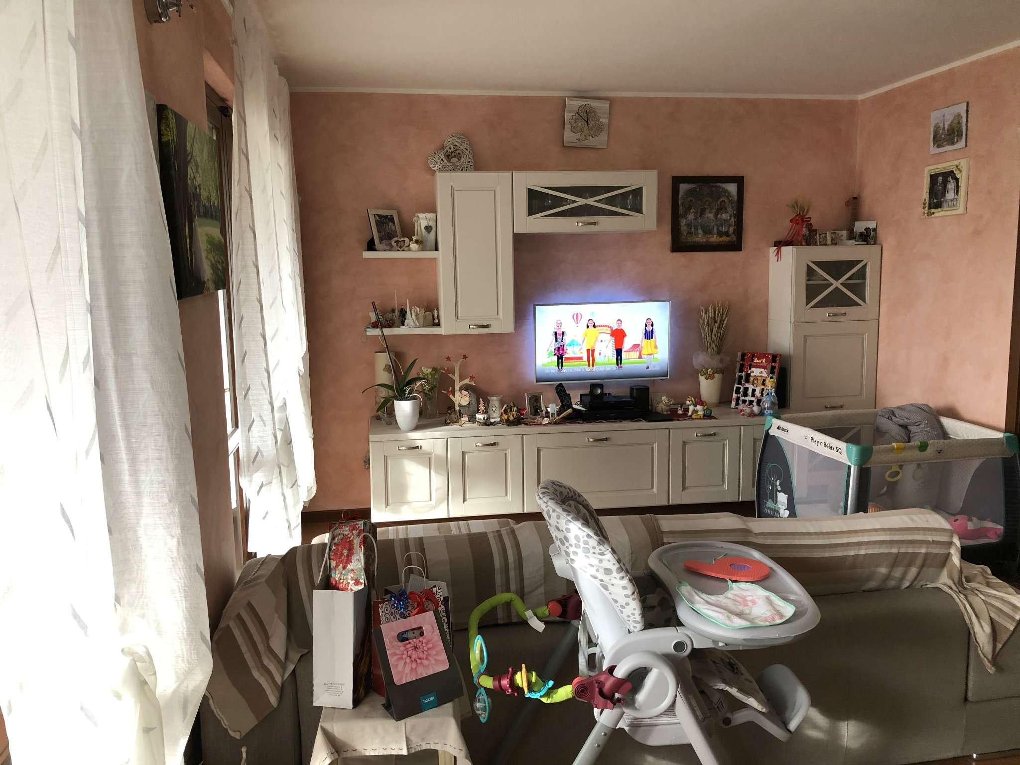 Appartamento in vendita a Gemonio, 3 locali, prezzo € 150.000 | CambioCasa.it