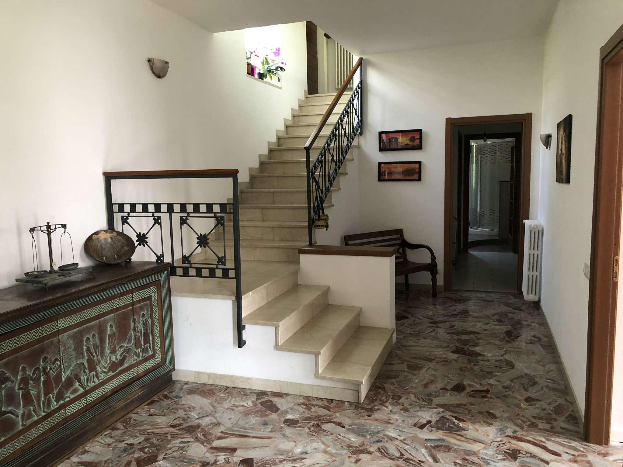 Villa in vendita a Caravate, 11 locali, prezzo € 280.000 | CambioCasa.it