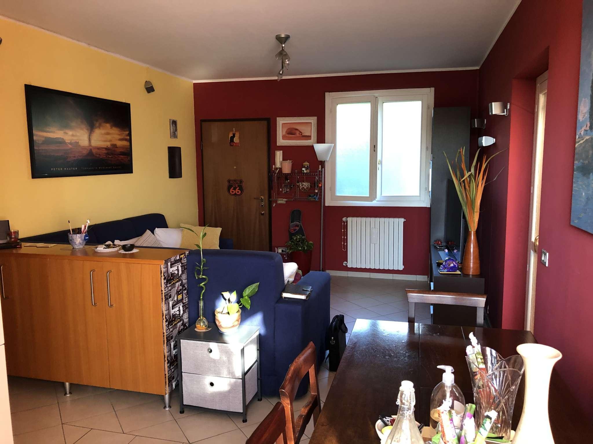 Villa Bifamiliare in vendita a Gavirate, 4 locali, prezzo € 198.000   CambioCasa.it