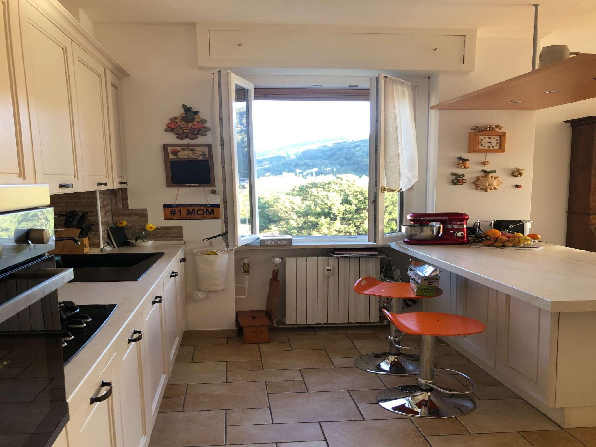 Appartamento in vendita a Laveno-Mombello, 3 locali, prezzo € 160.000 | CambioCasa.it