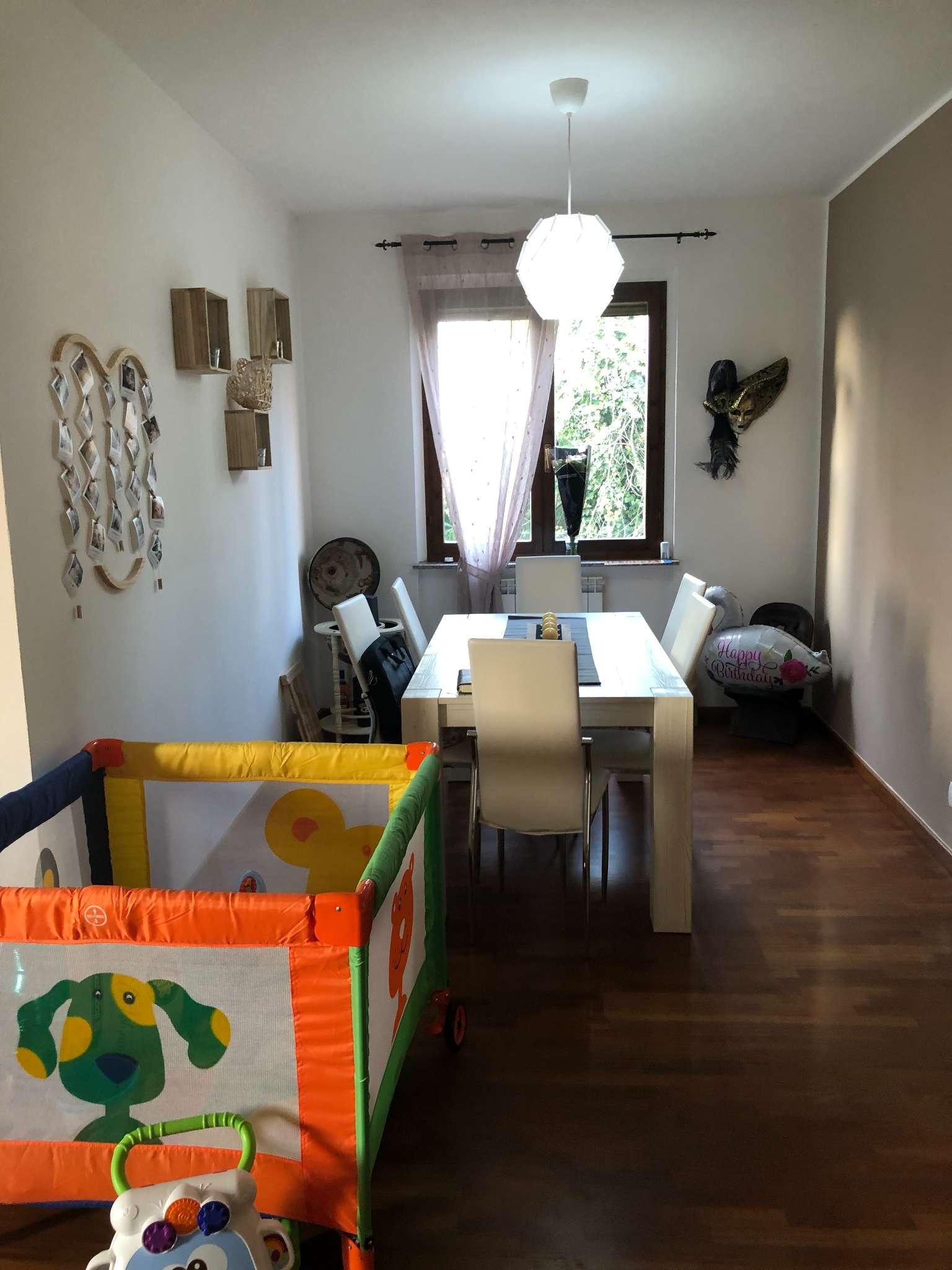 Appartamento in vendita a Sangiano, 3 locali, prezzo € 150.000 | CambioCasa.it