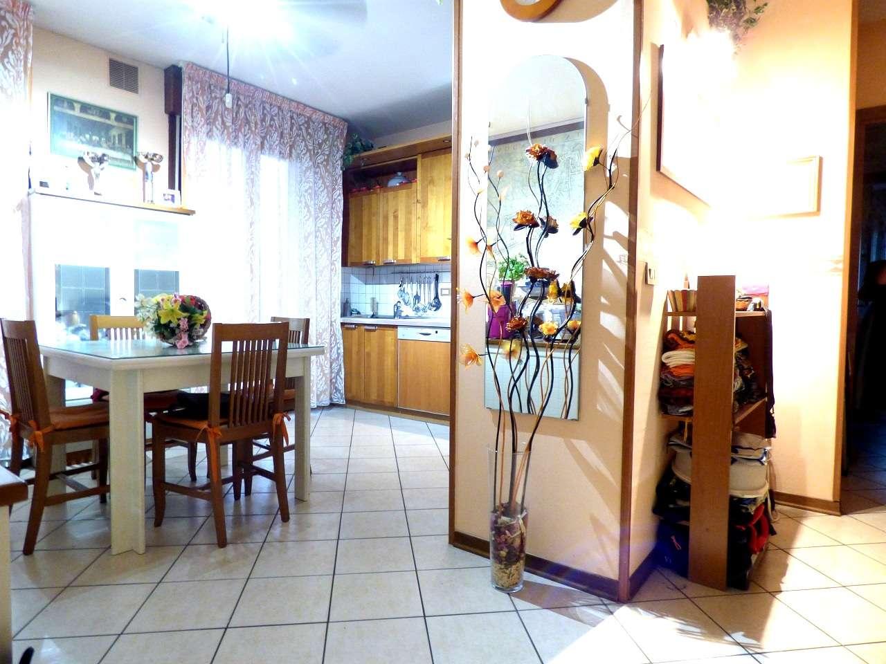 Appartamento in ottime condizioni parzialmente arredato in vendita Rif. 8692952