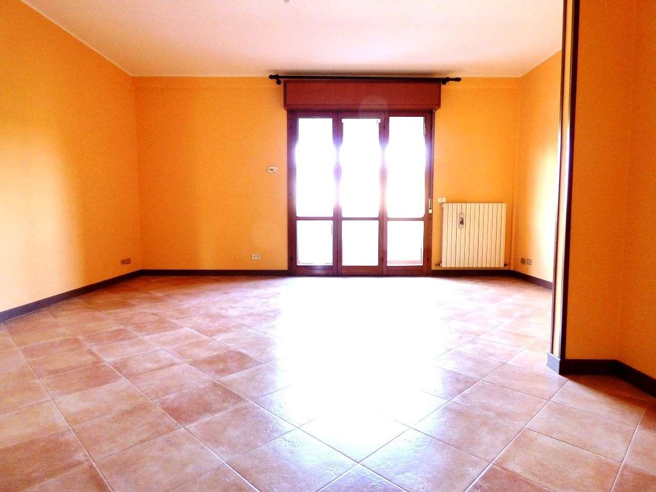 Appartamento in ottime condizioni parzialmente arredato in affitto Rif. 6494920