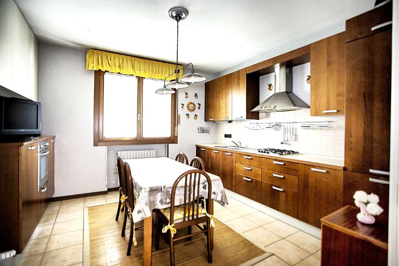 Appartamento in ottime condizioni in vendita Rif. 8329155