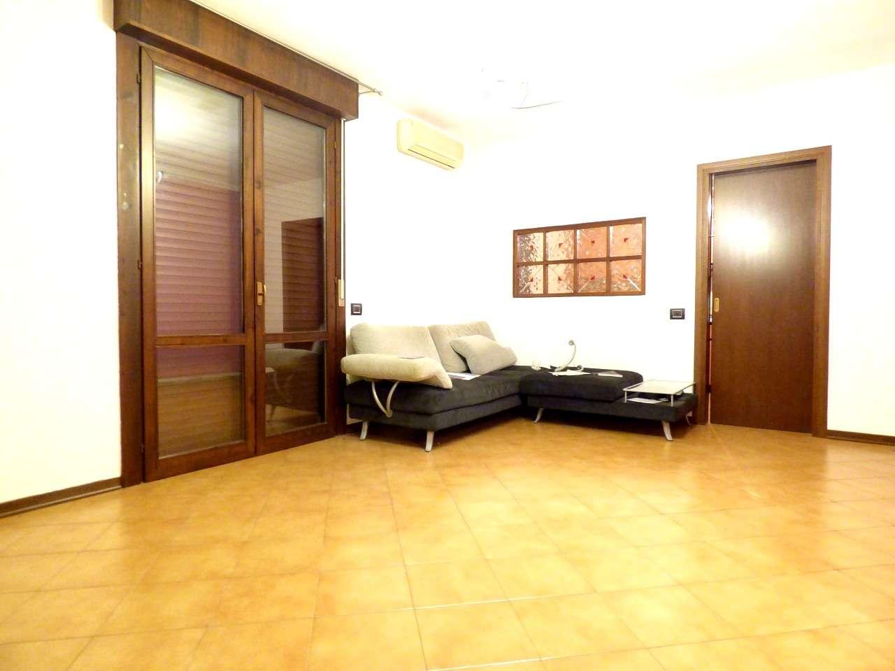 Appartamento in ottime condizioni parzialmente arredato in vendita Rif. 8611172