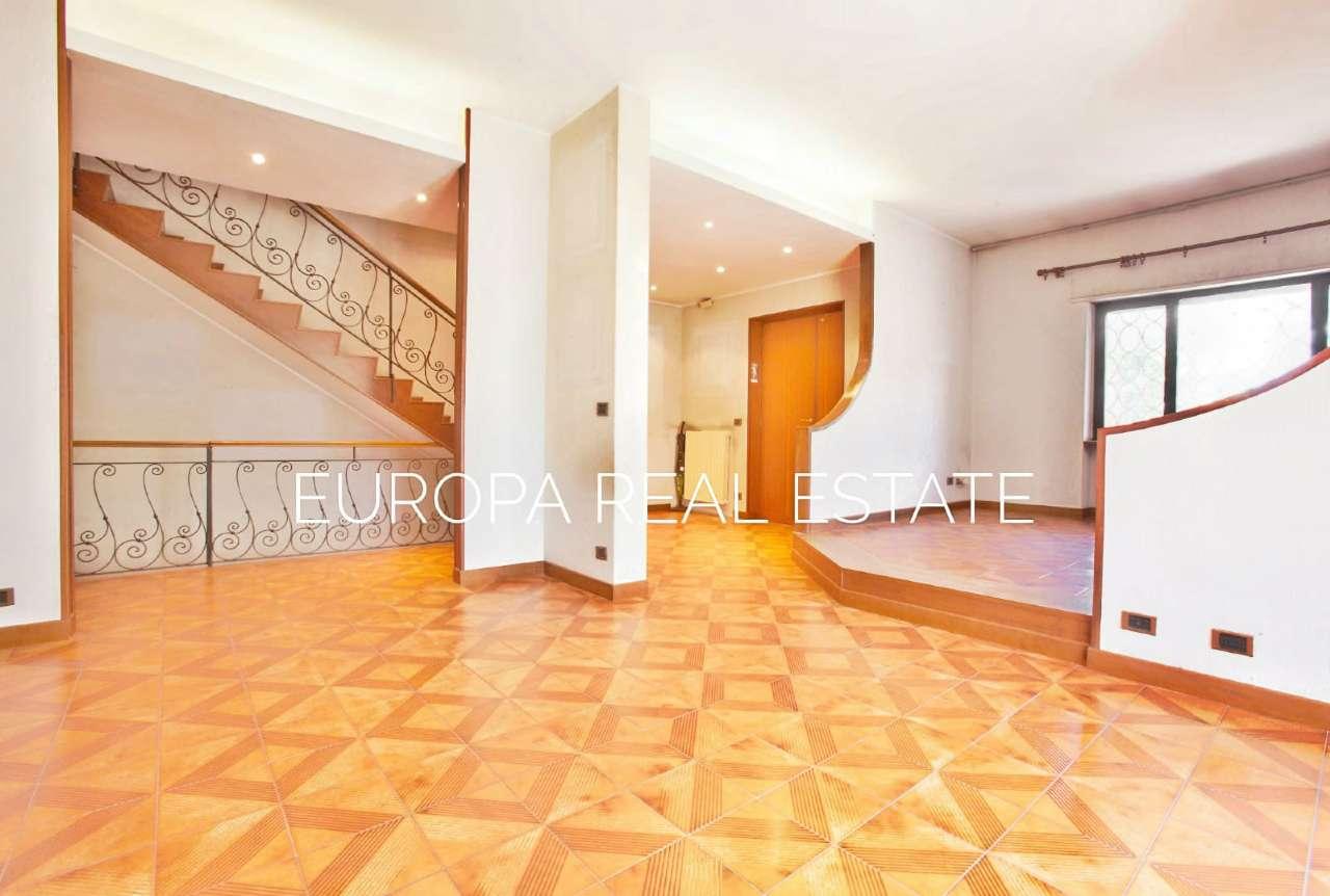 Villa Tri-Quadrifamiliare in vendita a Roma, 7 locali, zona Zona: 38 . Acilia, Vitinia, Infernetto, Axa, Casal Palocco, Madonnetta, prezzo € 430.000 | CambioCasa.it