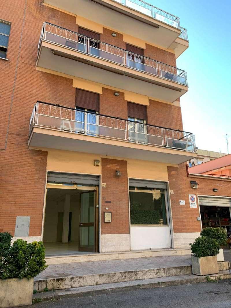 Negozi e locali vetrina in affitto a roma for Cerco locali commerciali in affitto roma