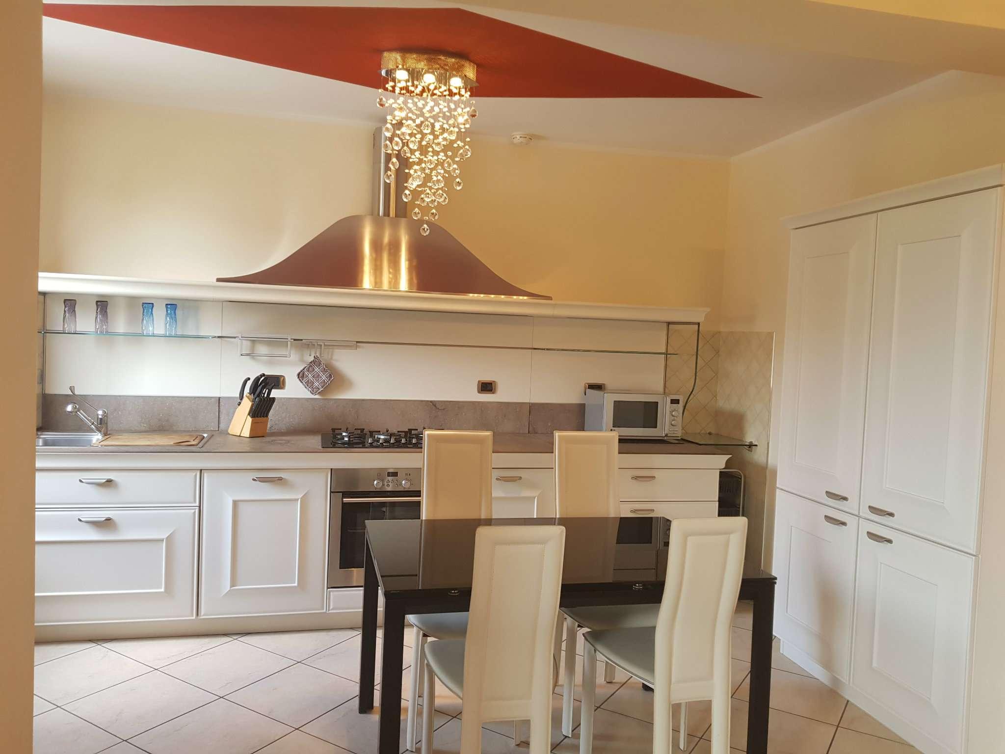 Appartamento in ottime condizioni arredato in vendita Rif. 7164237