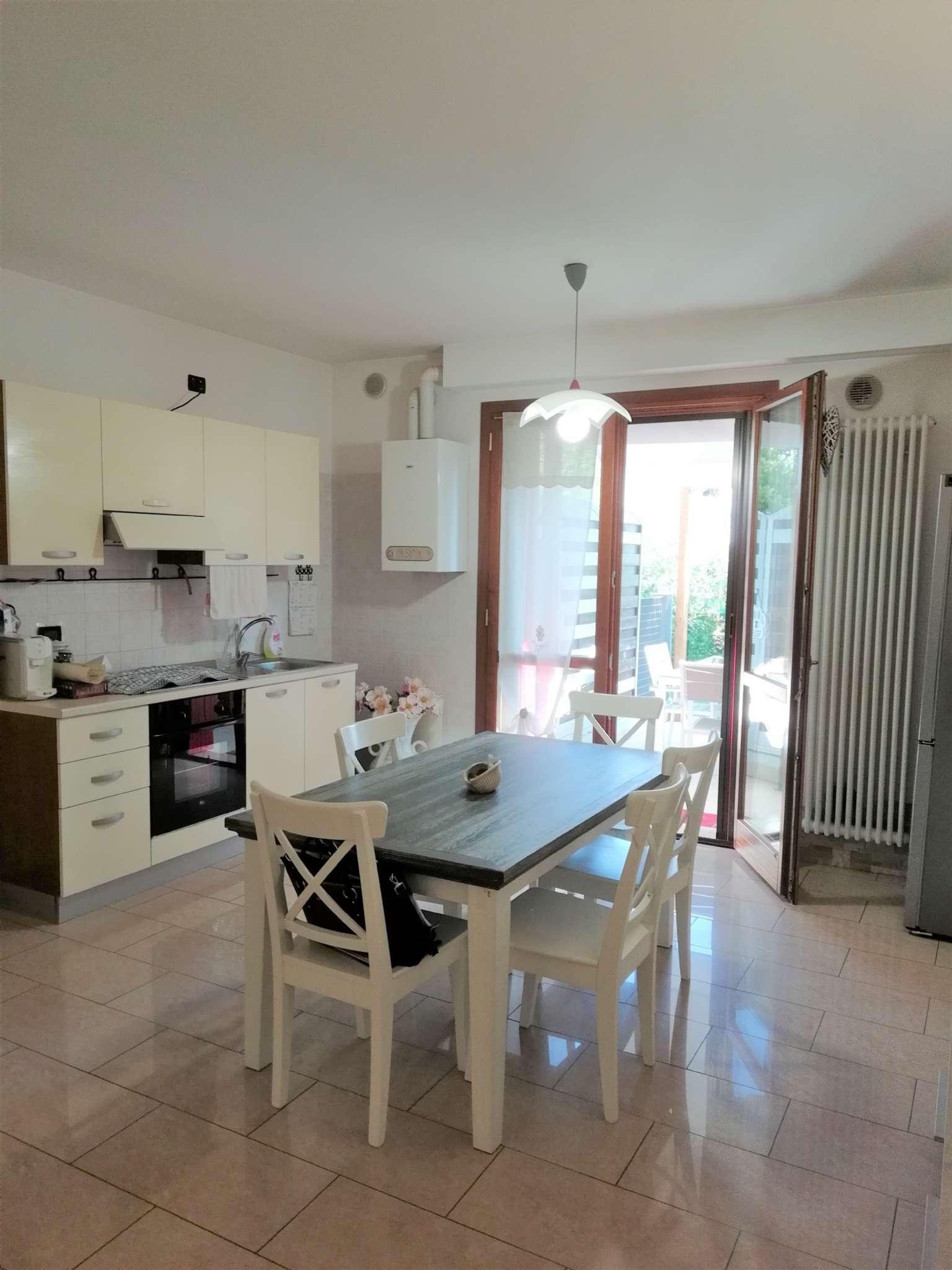 Appartamento in ottime condizioni in vendita Rif. 8649141