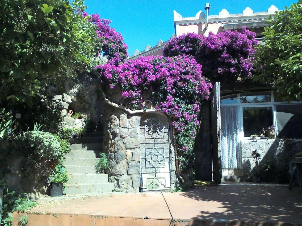 Villa in vendita a Forio, 15 locali, Trattative riservate | CambioCasa.it