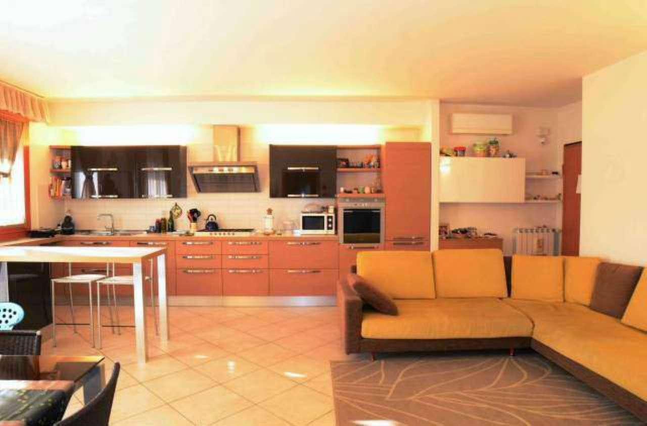 Appartamento in ottime condizioni in vendita Rif. 6111074