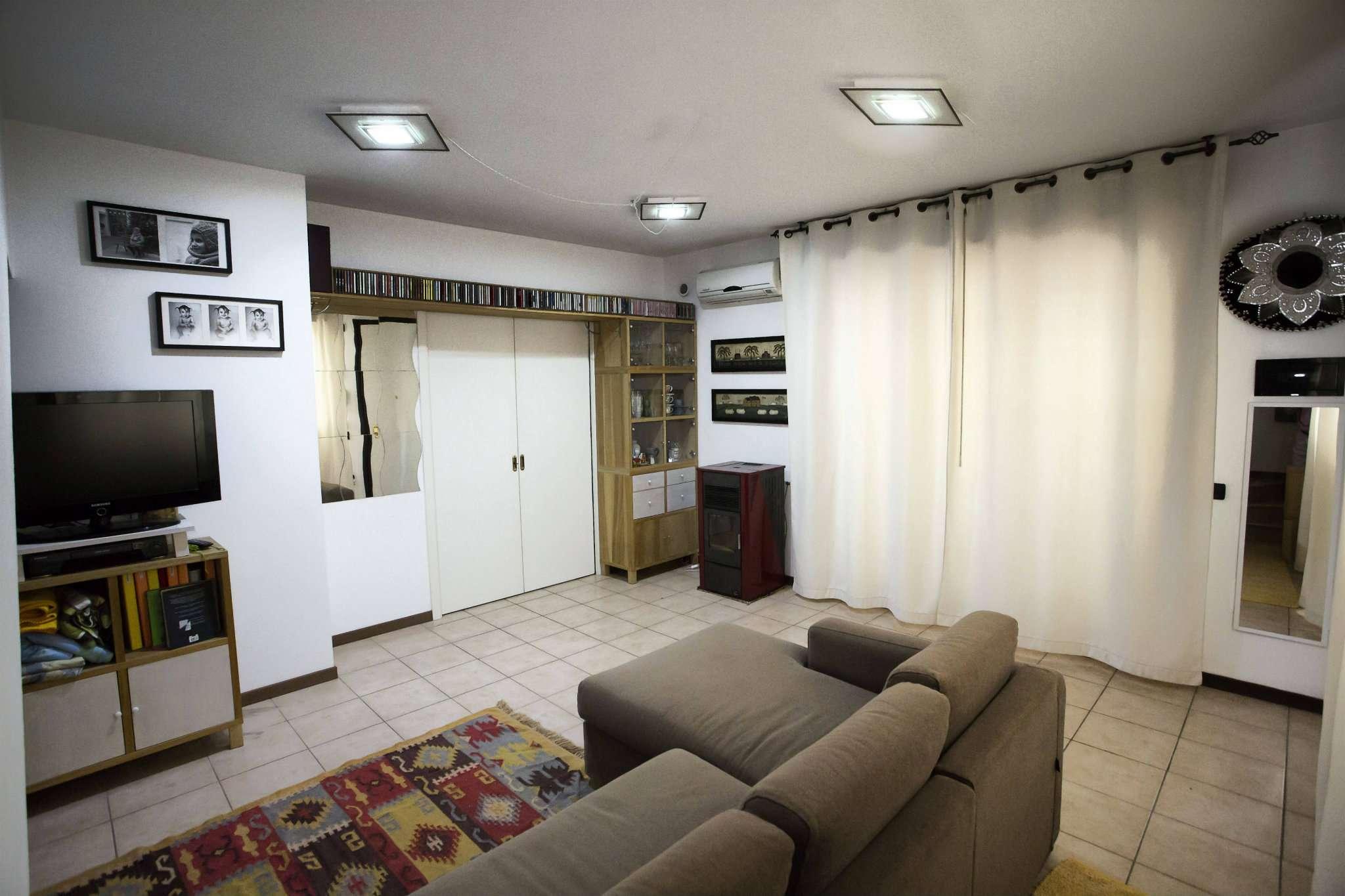 Appartamento in ottime condizioni in vendita Rif. 6922369