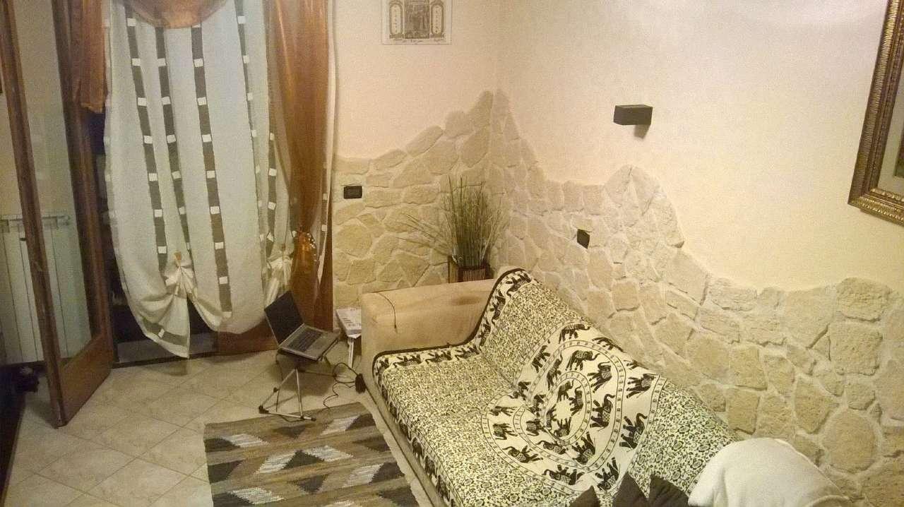 Appartamento in buone condizioni parzialmente arredato in vendita Rif. 7325898