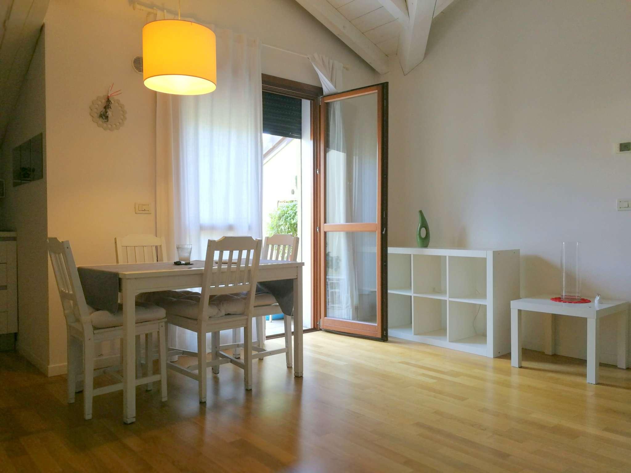 Appartamento in buone condizioni arredato in vendita Rif. 7678538