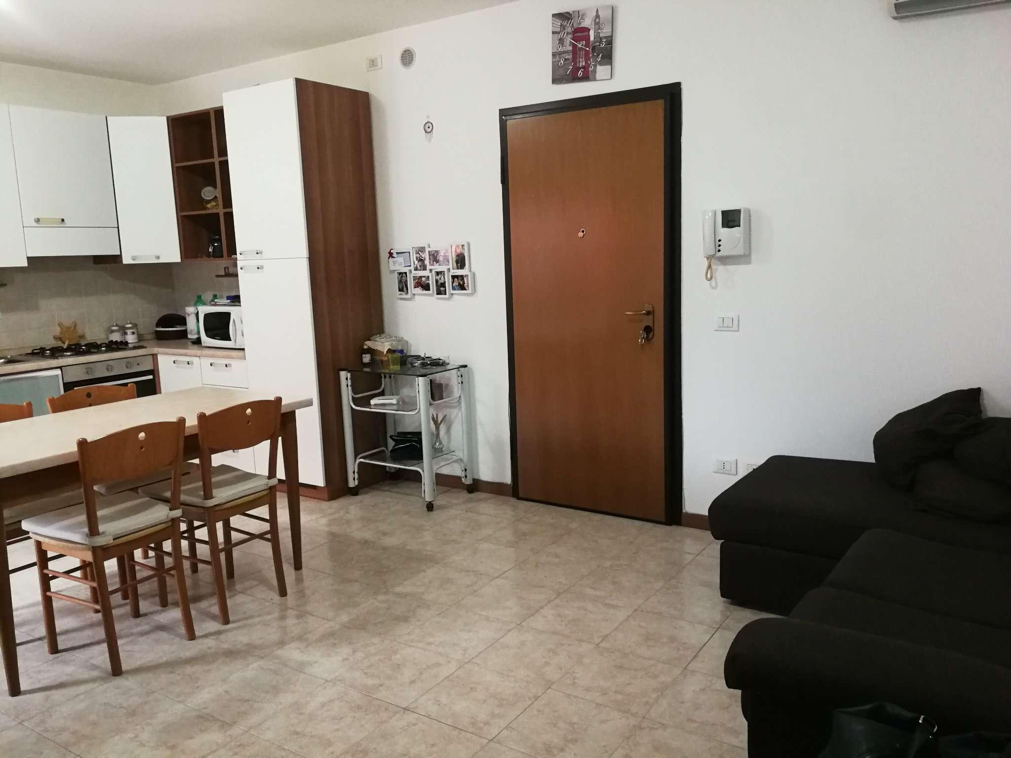 Appartamento in buone condizioni arredato in affitto Rif. 8175685