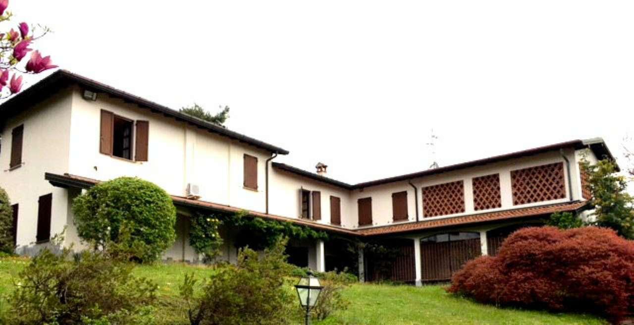 Villa in vendita a Cantello, 10 locali, prezzo € 850.000   CambioCasa.it