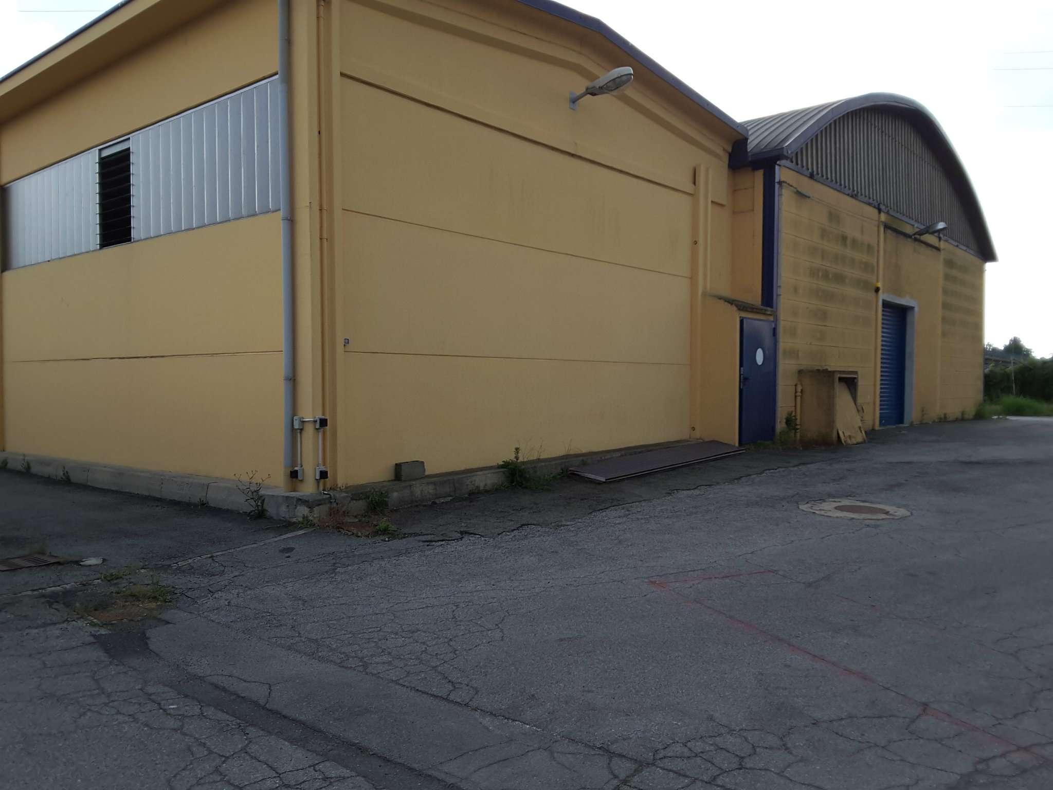 Immagine immobiliare Nichelino Capannone di 1200 mq circa con area esterna di 2000 mq circa Disponiamo in zona industriale di Nichelino capannone di 1200 mq circa suddiviso in due campate di 600 mq circa la campata più recente è del 2008 ha un...
