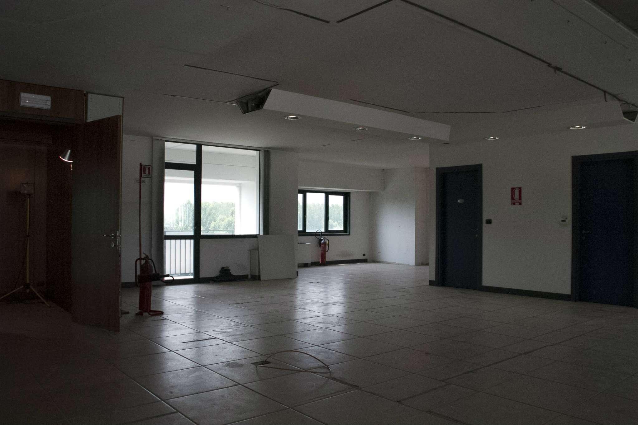 Immagine immobiliare Disponiamo ad Avigliana Uffici di 300 mq Disponiamo ad Avigliana Uffici di 300 mq situati al 3° piano di un complesso di uffici provvisto di ascensore, con impianto di illuminazione base, impianto di riscaldamento a pompa di calore,...