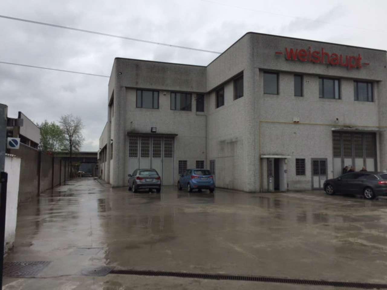 Immagine immobiliare Disponiamo in Nichelino di capannone di 500 mq circa Disponiamo in Nichelino su via Verazzano 30, comodo alla tangenziale, capannone industriale di rappresentanza con copertura in granella, 500 mq circa con area produttiva di 380 mq...