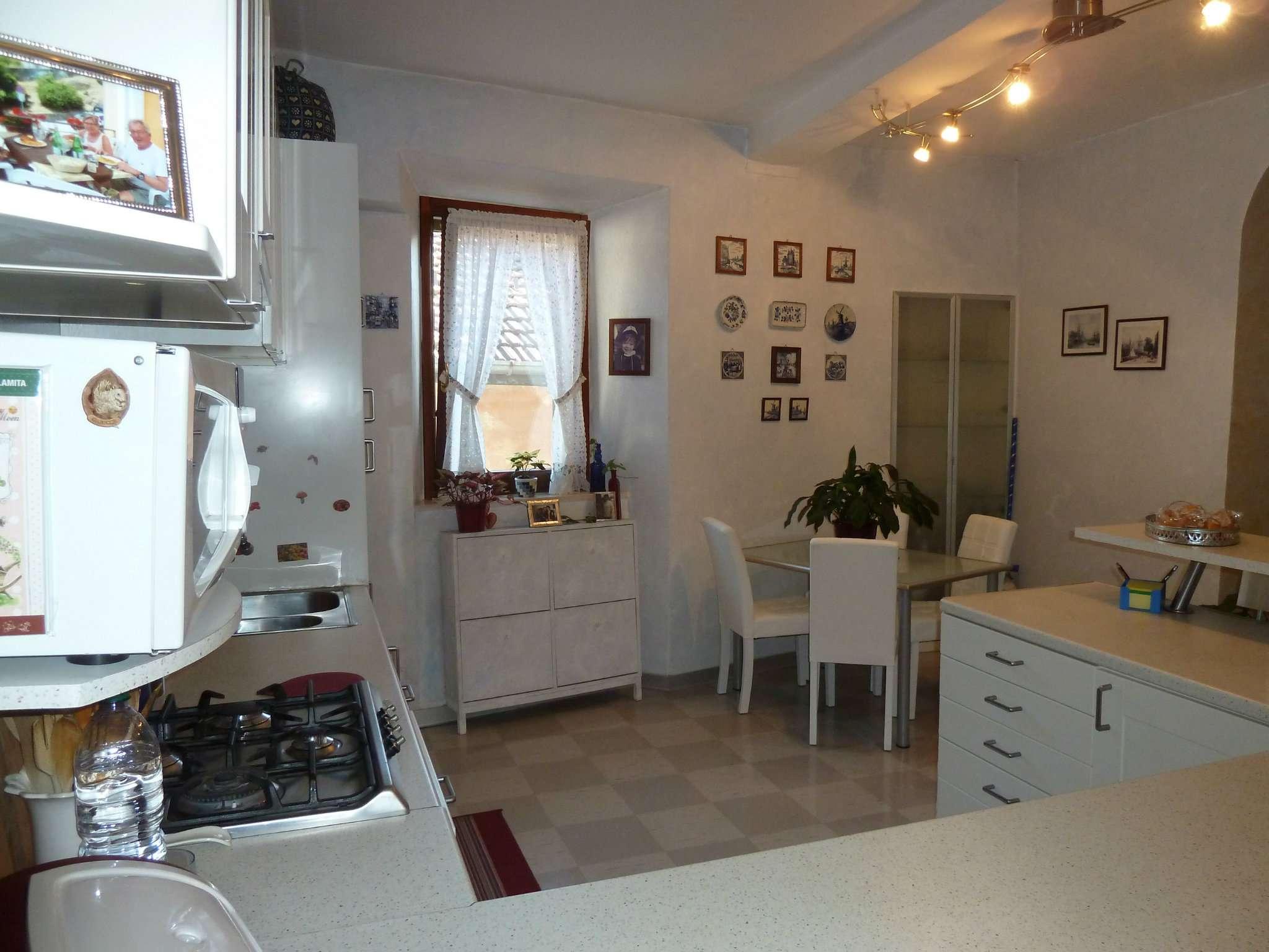 Palazzo / Stabile in vendita a Cazzago Brabbia, 5 locali, prezzo € 170.000   CambioCasa.it