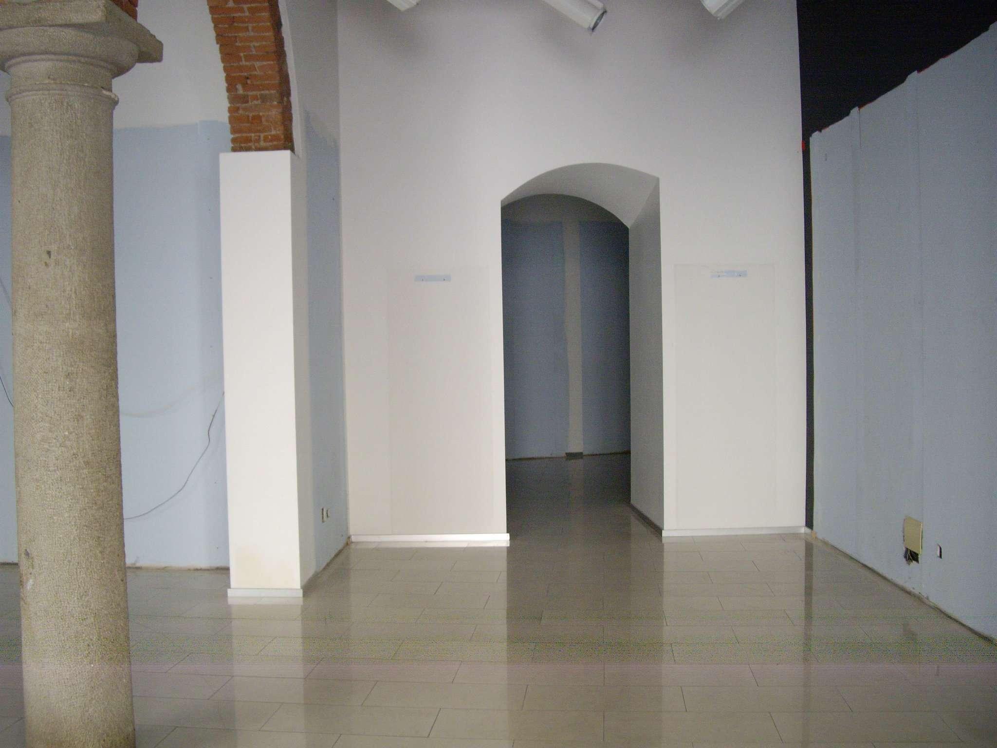 Negozio / Locale in affitto a Treviglio, 3 locali, prezzo € 2.000 | CambioCasa.it