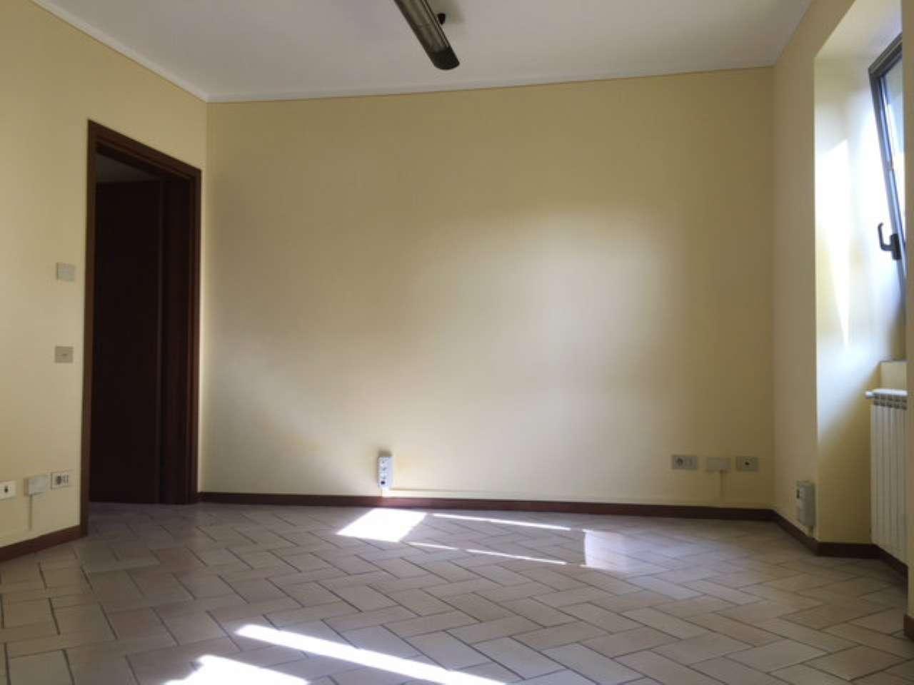 Ufficio / Studio in affitto a Osio Sotto, 2 locali, prezzo € 600 | CambioCasa.it