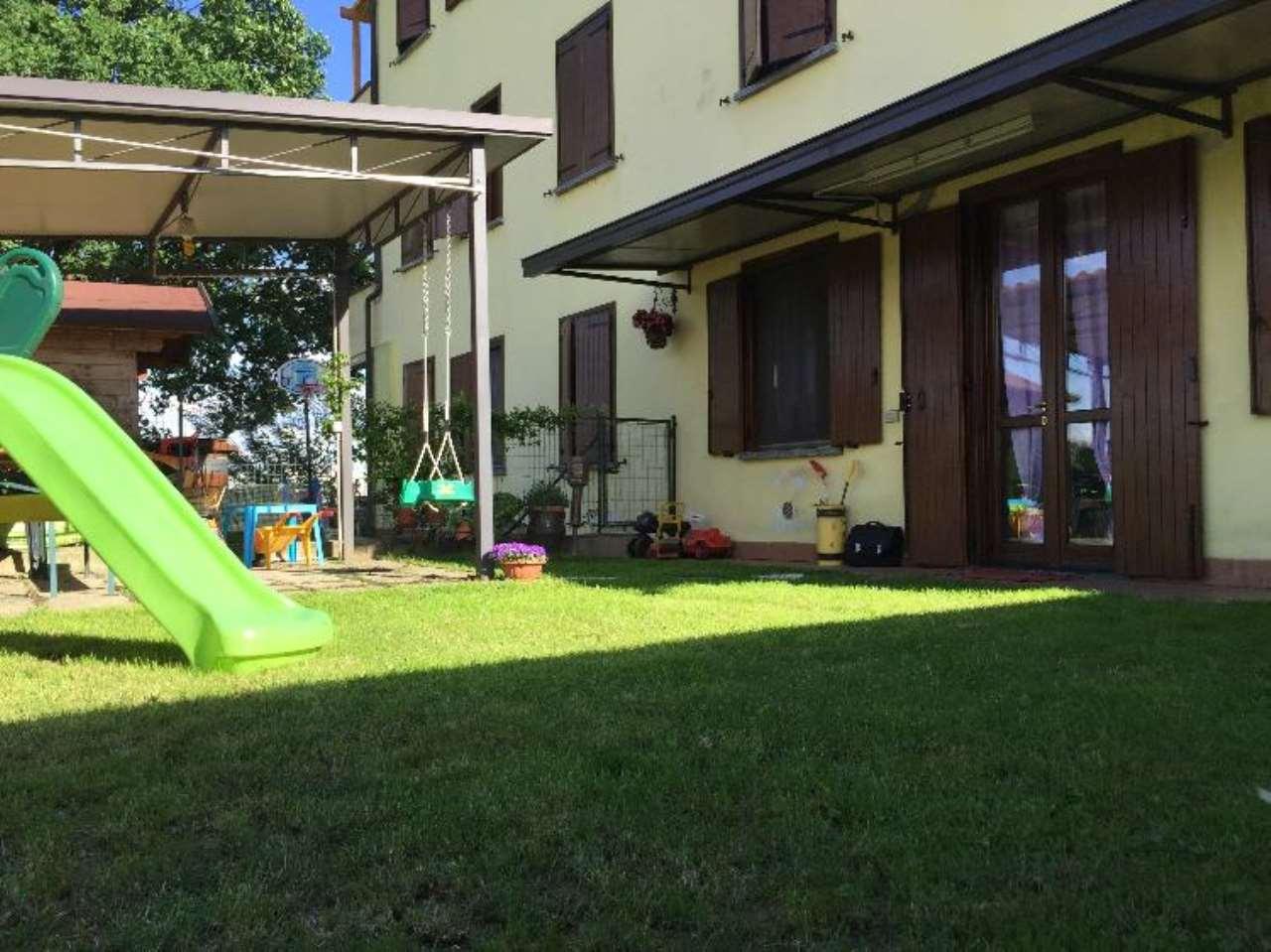 Appartamento in buone condizioni in vendita Rif. 8088055
