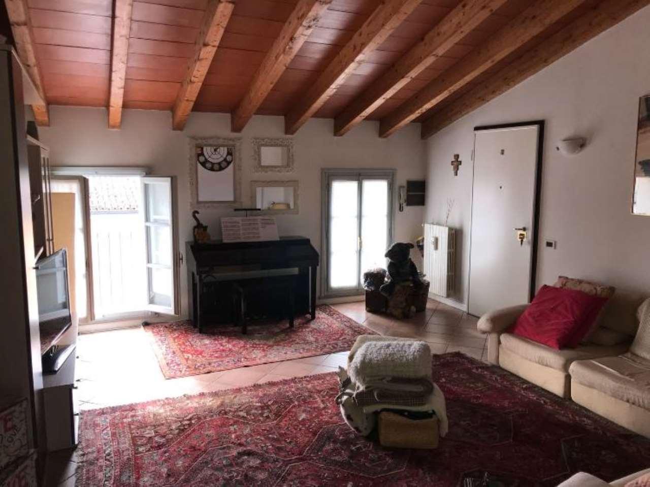 Appartamento in affitto a Castelvetro Piacentino, 3 locali, prezzo € 500 | CambioCasa.it