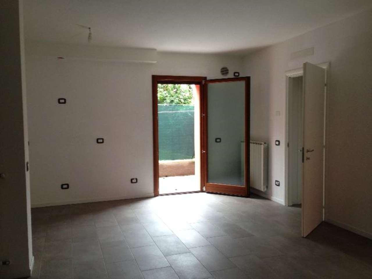 Rustico / Casale in affitto a Gadesco-Pieve Delmona, 4 locali, prezzo € 490 | CambioCasa.it